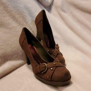 Ellemenno, olive green suede heels.